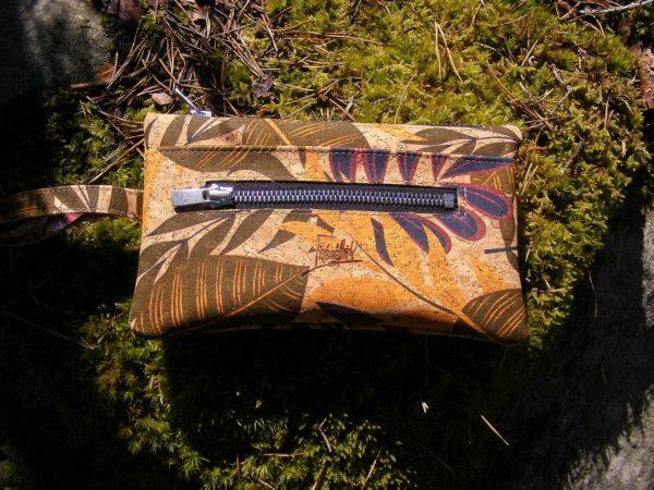 Portefeuille FEMKE fleurs1 -maroquinerie vegan-mode éthique-prtefeuille liège-artisanat-fait en france-pochette en liège-pochette vegan